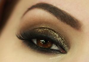 Glittery Smokey Eye Look