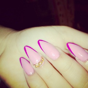 #pointynails