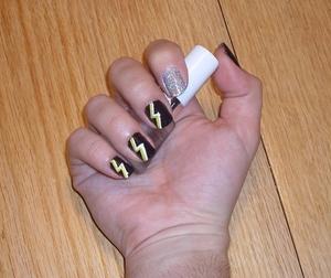 Thunderstruck Nails feat. HARDCORE glitter! Check out how I achieved this on my blog, at  http://rivuletsbeauty.blogspot.com/2011/09/notd-thunderstruck-feat-super-glitter.html ♥♥