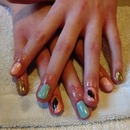 Gel polish feather/gold accent