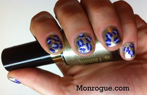Gotta love those leopard print nails! Even better when they are gold! :P http://monrogue.com/gold-and-purple-leopard-print-nails/
