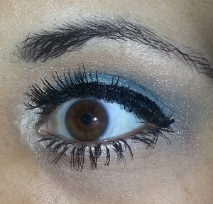 A beautiful aqua colored eye look perfect for summer. Mac's Aquadisiac on the outter corners blended into Mac's Mylar on the inner corners of the eye.