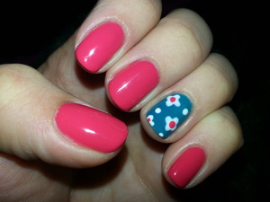 Gel polish with flower pattern accent nail