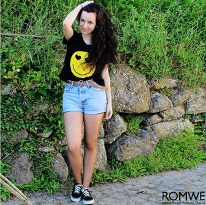 Black T-shirt, featuring round neck, short sleeves styling, yellow smiley face on the front with twin heart-shaped eyes, in regular fit.