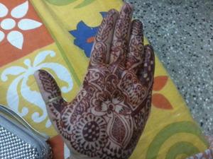 new henna design! <3 told ya! iam ObBBSsssSSeeeEEDD ! :))