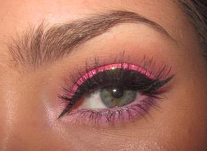 Inspired by Katy Perry's glitter, added my own arabic liner. WATCH THE TUTE HERE: http://youtu.be/I4nauwwGwhM