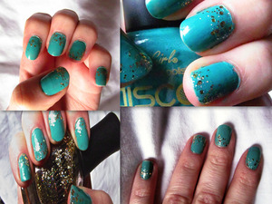 Painted with 2 coats of teal polish and finished with gold glitter on the tips of the ring finger and thumb, and at the bottom of the others. :)
