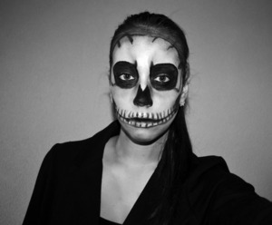 http://xoxopatty.blogspot.sk/2013/10/halloween-skull-skeleton-make-up.html