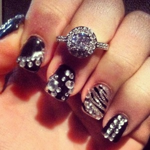 Ring in the new year with some fashion blinged out nails ❤️💅💍🎉🎊🍸 #fashionnails#blingnails#diamondnails#newyearsevenails2014 #newyears#glitternails#zebranails#fashiontrendynails#trendynails#glitternails#blingnails#blacknails#silvernails#weloveglitter#happynewyear   Instagram add me on. Ashley_brooke_beauty