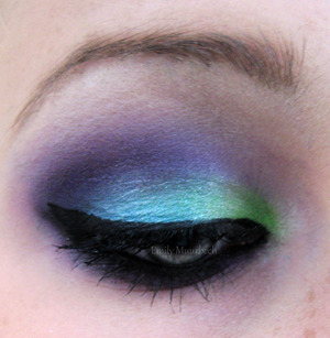 a green, turquoise purple makeup look that turned out better that I expected!  http://trickmetolife.blogg.se