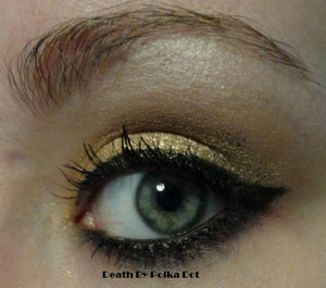 Simple gold eye inspired by the NHL's Boston Bruins. http://deathbypolkadot.com/boston-bruins-makeup/