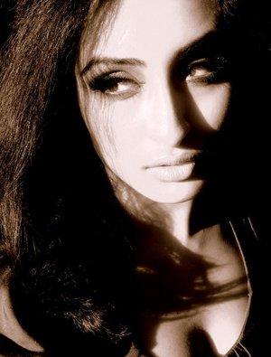blk n white photo makeup