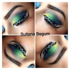 Dramatic yellow green eyes follow on Instagram @sullymalik
