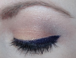 A one-brush-look using bdellium Tools' #776 Blending Brush.  For a step-by-step tutorial, visit: http://www.neutrakris.com/2012/04/get-look-one-brush-look-using-bdellium.html