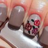 Classy, neutral nail art...