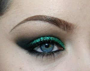 www.facebook.com/Shonaelunedmua  Glitter is NYX's Glitter on the Go in Forest