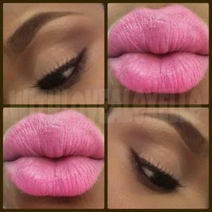 Natural eyes and pink lips
