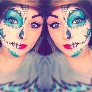 Face paint an eye shadow