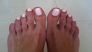 Pastel nail polish 'easy going' by Sinfulcolors.