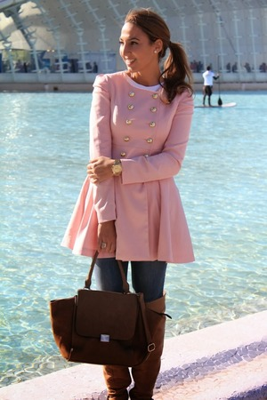 Pink trench coat,featuring a sweet style,a round neck with long sleeve,double breasted design to the front with wild pleating around the shoulder,skirt design hem with long length to the finish.