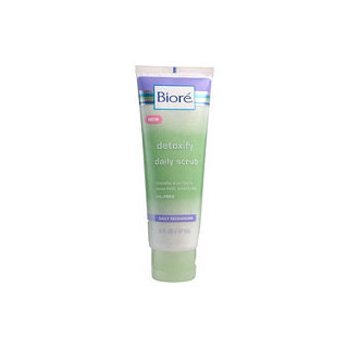 Biore Daily Recharging Detoxify Daily Scrub