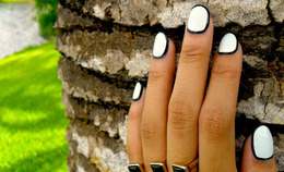 Borderline: Outlined Nail Art