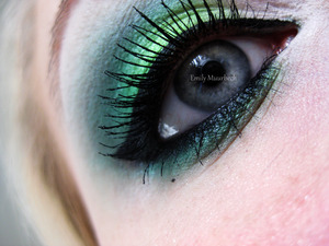 White/green/turquoise green and yes. That is my natural lashes :)  http://trickmetolife.blogg.se