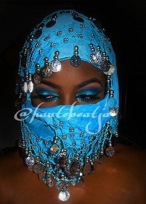 A blue smokey eye makeup. Follow on Instagram @hautebeatja for more