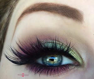 Being festive without all the glitter, can be easy with just the reminiscent colors of red & green! http://theyeballqueen.blogspot.com/2016/12/holiday-series-wearable-shimmery-green.html