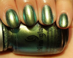 See more swatches & my review here: http://www.swatchandlearn.com/china-glaze-unpredictable-swatches-review/