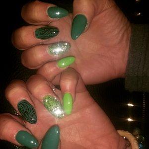 green glitter nail ? my work ??