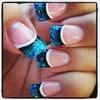<3 glitter nails