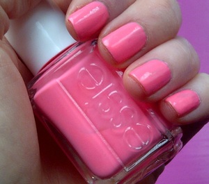 A bright & light summer coral shade this looks beautiful on toes