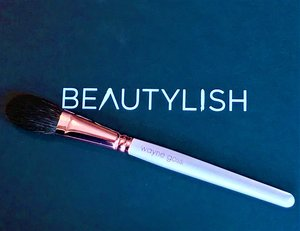 "The off-white handle & Rose Gold ferrule it is to die for, a overall ""STUNNINGLY BEAUTIFUL"" Brush.  :) :)"