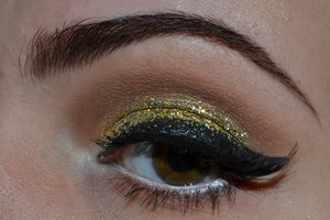 Gold glitter and a cat eye.