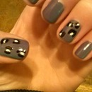 leopard ; nail polish changes color grey outside turquoise inside :)
