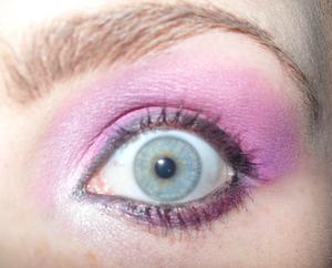 Lipstick eyes
