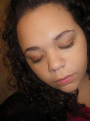 Shimmery Gold, Light makeup look for christmas.