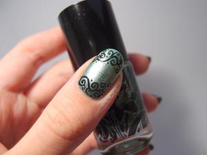 http://arvonka-nails.blogspot.sk/2013/11/forevergreen-s-ornamentmi.html
