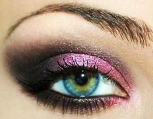 dramatic pink smokey cat eye