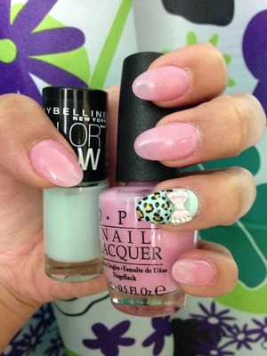 OPI: NLH39- Its a girl Maybelline: 980-Mint Mist