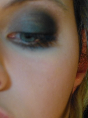 Seems like the regular black smokey eyes but the lid color changes color when you are in another lightning! Great on every eye color!  Disclaimer: this is actually made with the Coastal Scents Mirage Palette but I can't find it in the list, sorry :/  If you want to see the tutorial, then please click on the video that corresponds with it!