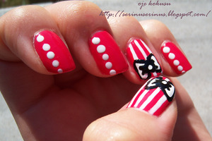 http://serinuserinus.blogspot.com/2012/06/essence-raspberry-swirl-ve-kurdele.html