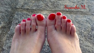 For me nothing is better than red toe nails!