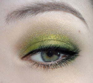 Simple Green- using pigments from Mon Ennui Cosmetics in Dragon Lady and Druid.