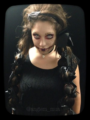 I recently did a event to show case my makeup artistry and here is one of the makeup looks I did.  =]