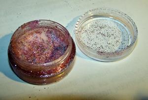 mixing glitter with nailpolish ;)