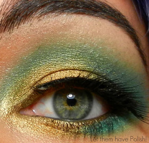 This lookfeatures Shock effect pigment #03 by naked cosmetics, ardell lashes in Mystical and Maybelline in Golden Halo.
