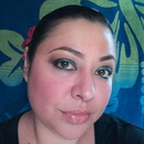 metallic greens eyeshadow