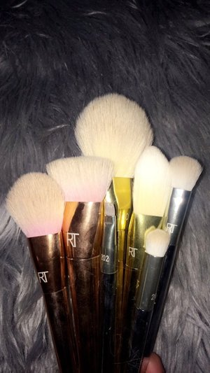 Love these real techniques makeup brushes !!